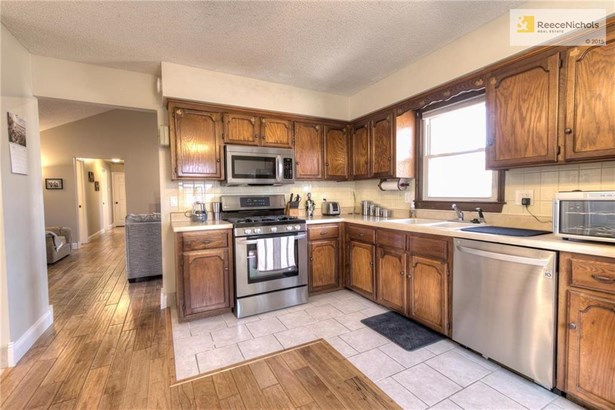 Kitchen features lots of cabinets and stainless appliances (photo 4)