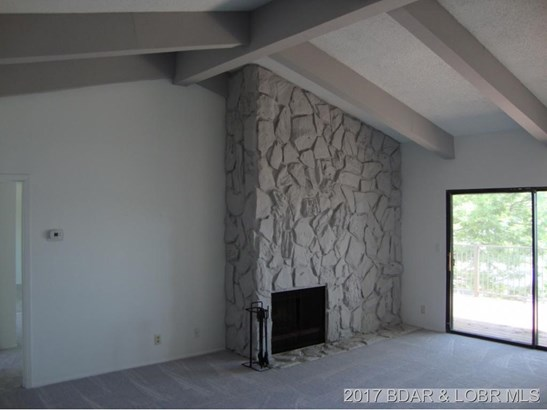 LR with FP and Vaulted Ceiling (photo 2)