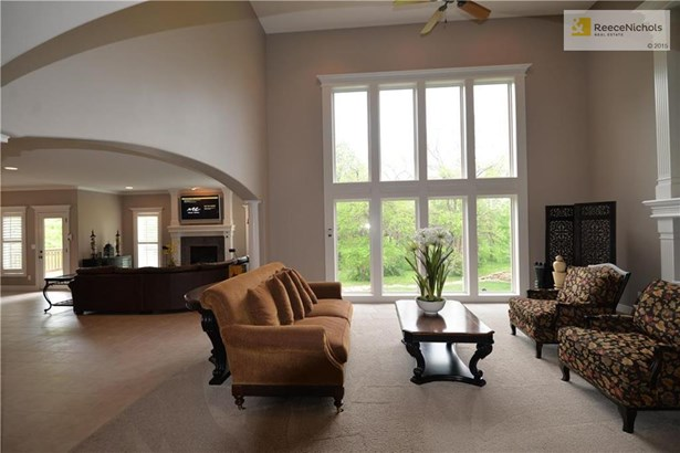 Formal living room with wall of windows (photo 2)