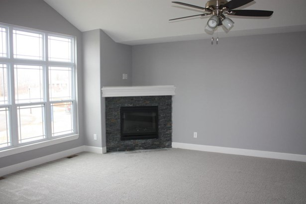 Great room into kitchen (photo 2)