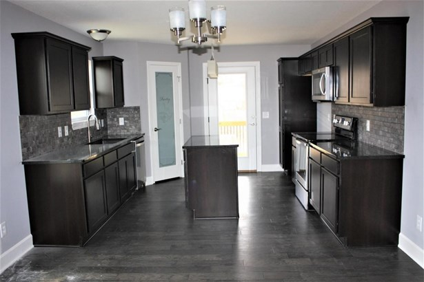 Great room into kitchen (photo 3)