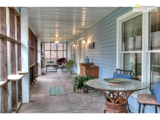 Massive screened-in porch (photo 2)
