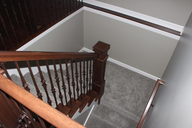 Stairway to  Walkout Basement (photo 3)