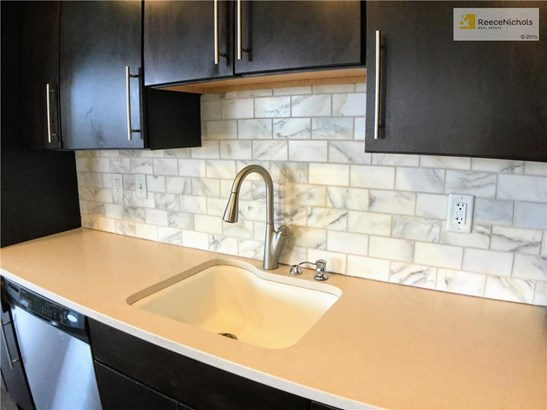 NEW marble back splash and faucet in kitchen! (photo 5)