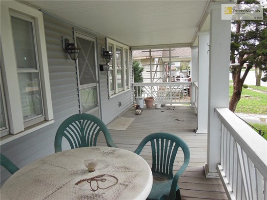 Wonderful front porch. (photo 3)