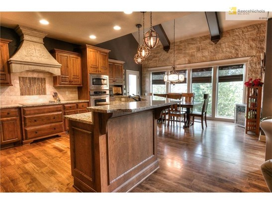 Gourmet kitchen with stone accents (photo 3)