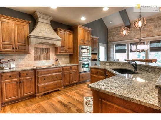 Custom cabinetry and stone accents (photo 5)