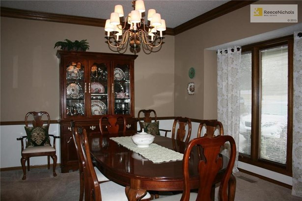 Your formal dining room is ready for all you guests. Freshly painted and a new light fixture. (photo 2)