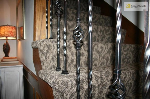 New designer carpet covers the staircase with iron spindles. (photo 4)