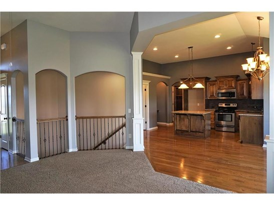Great Room w/ Gas Fireplace (photo 4)