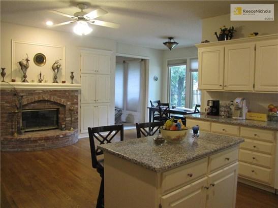Spacious kitchen/hearth room (photo 2)