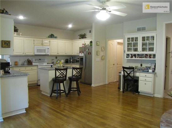 Nice hardwood floors throughout the kitchen, Hearth and breakfast room (photo 4)