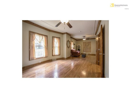 LARGE DINING ROOM FOR ENTERTAINING (photo 3)