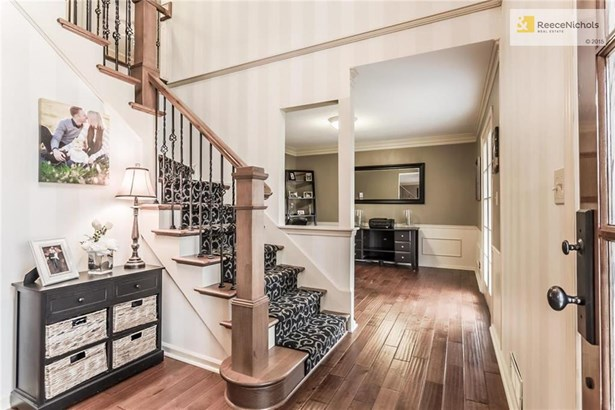 stunning entry, new hardwoods, new staircase, new iron spindles, new stair carpet (photo 2)