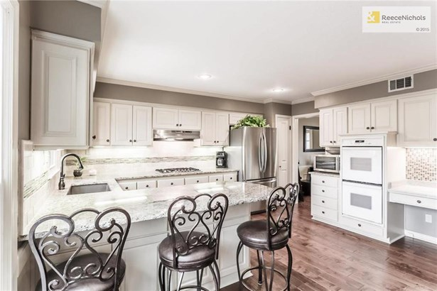 great views of the open kitchen, 2 pantry's! (photo 4)
