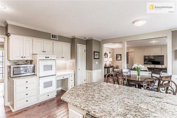 views of the granite, double oven, desk, 2 pantry's, breakfast room (photo 5)