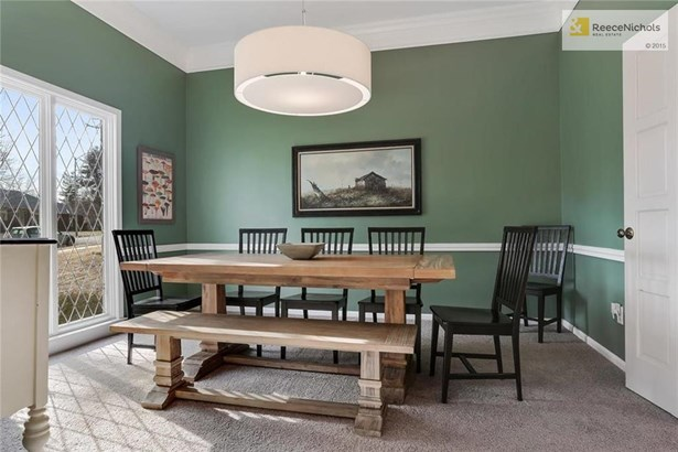 Formal dining room also boasts high ceilings and is a great place to entertain (photo 4)