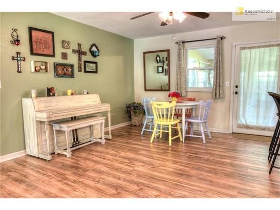 Dining room area/beautiful new laminate floors!!! (photo 5)