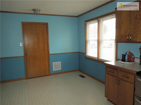 Great space for kitchen table! (photo 5)