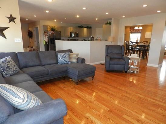 Living Room3 (photo 3)