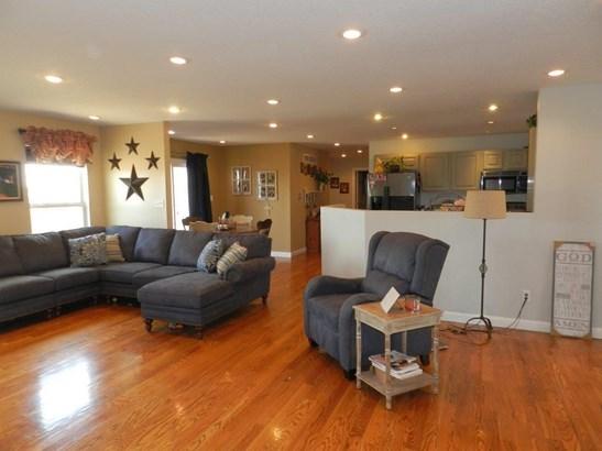 Living Room4 (photo 4)
