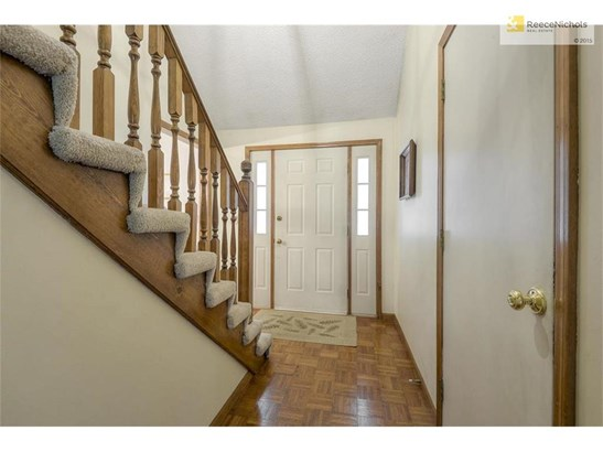 Hardwood in the entryway. (photo 3)