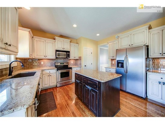 Spacious kitchen with an abundance of cabinets. (photo 5)