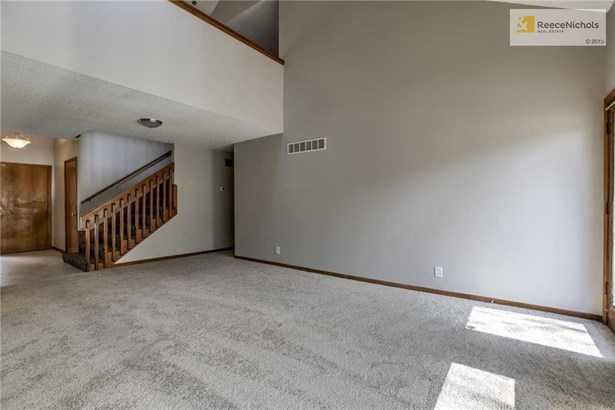 You will love the great room with a vaulted ceiling. (photo 4)