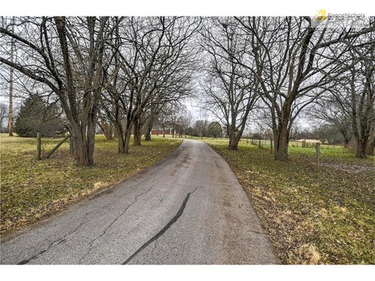 The long, paved driveway provides total privacy from 167th Street. (photo 5)
