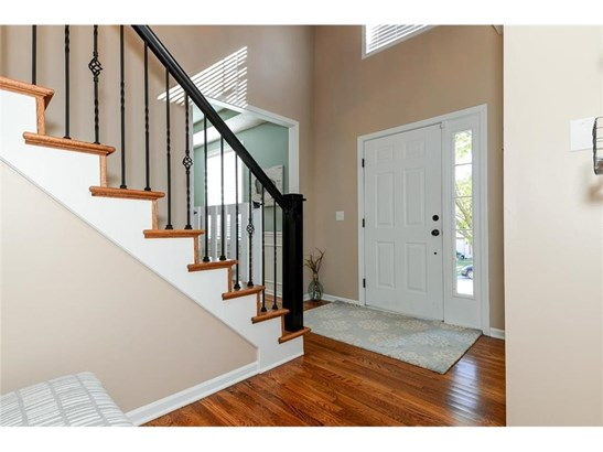 The entrance offers beautiful hardwood floors (photo 3)