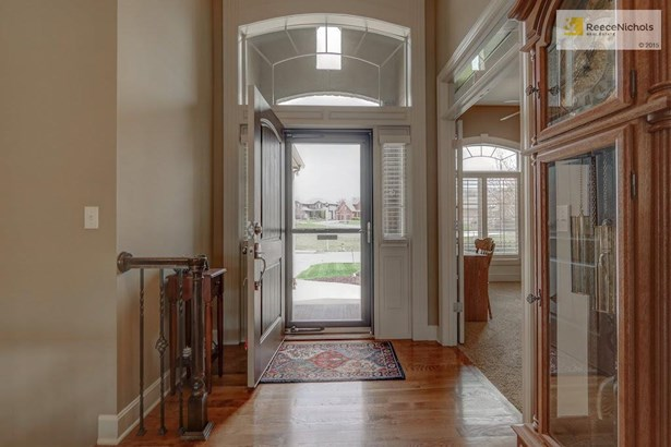 Hardwood floors in entry, great room & kitchen (photo 2)