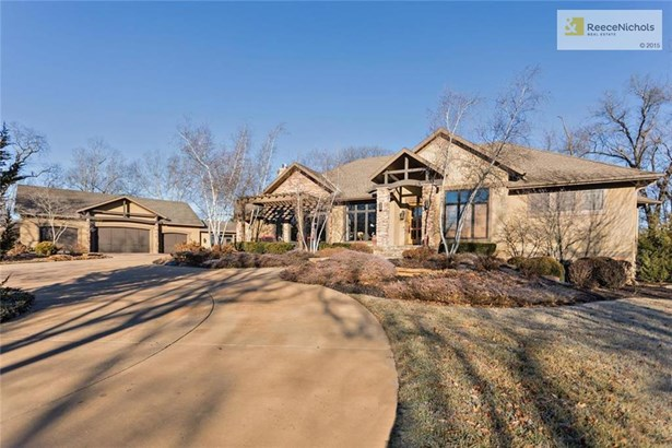 Treed, private 3 acres (photo 1)