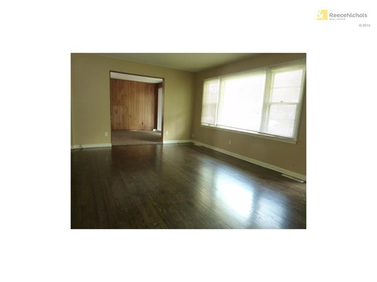 Living room with wood floors (photo 2)