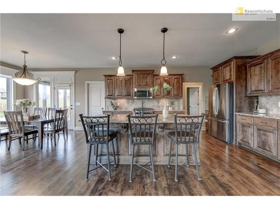 BEAUTIFUL open kitchen, huge island, granite counters, stainless steel appliances. (photo 4)