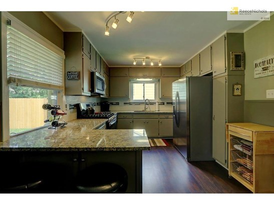 Kitchen remodeled with all new stainless appliances! (photo 1)