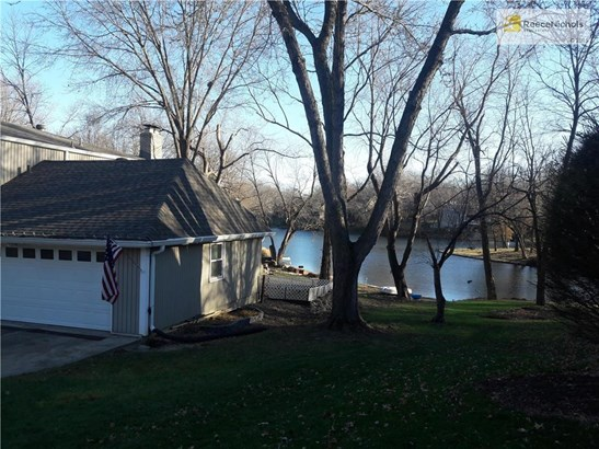 Gorgeous treed lot on the lake! (photo 2)