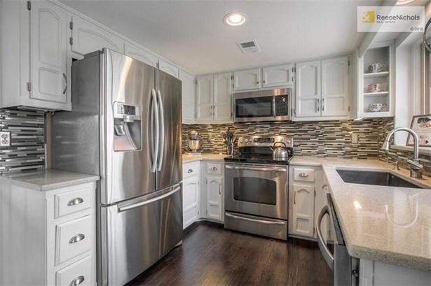 Beautiful Updated Kitchen w/ Granite, S.S. Appls, and Under Cab Lighting (photo 4)
