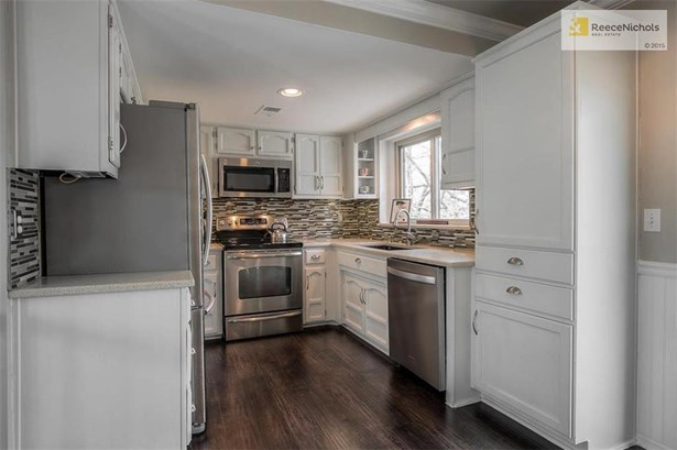Lots of Cabinet Space and Nice Size Pantry (photo 5)