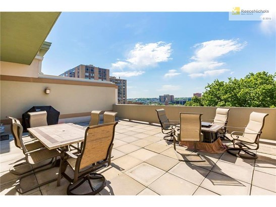 300 W 45th Terrace 302     , Kansas City, MO - USA (photo 1)