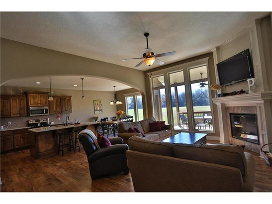 No matter if you are entertaining or just hanging with the family.. Comfortable living with tasteful style. (photo 5)