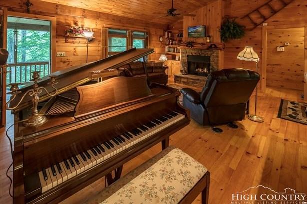 Residential, Log - Sugar Grove, NC