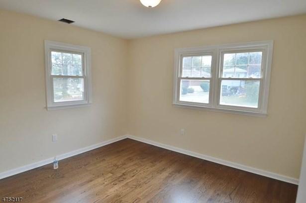 Split Level, Single Family - Hanover Twp., NJ (photo 3)