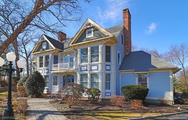 Colonial, Custom Home, Single Family - East Hanover Twp., NJ