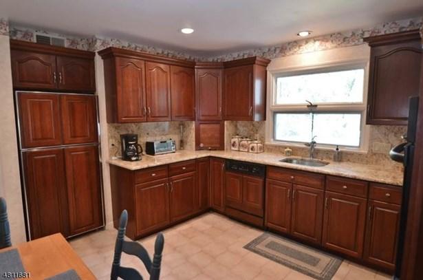 Split Level, Single Family - Livingston Twp., NJ (photo 4)