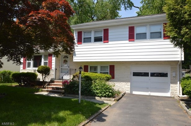 Split Level, Single Family - Morris Plains Boro, NJ (photo 1)