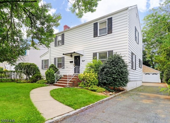 Colonial, Single Family - Roseland Boro, NJ