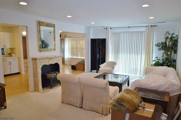 One Floor Unit, Single Family - East Hanover Twp., NJ (photo 3)