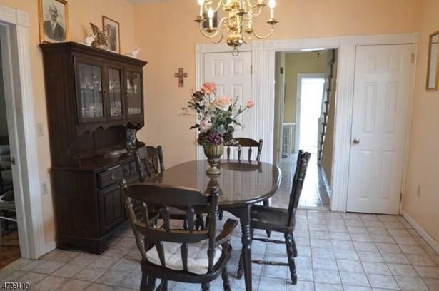Colonial, Single Family - Madison Boro, NJ (photo 3)