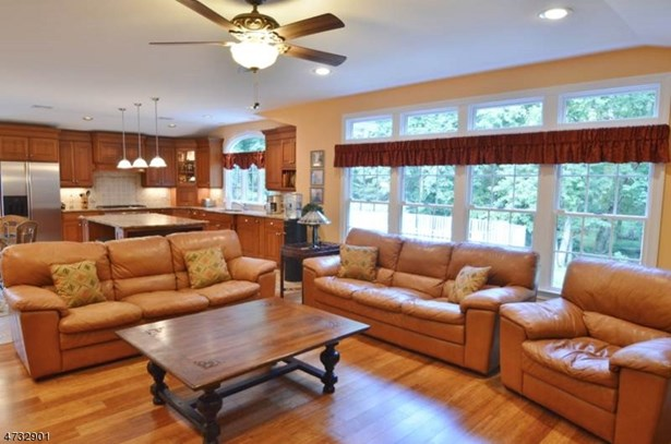 Expanded Ranch, Single Family - East Hanover Twp., NJ (photo 3)