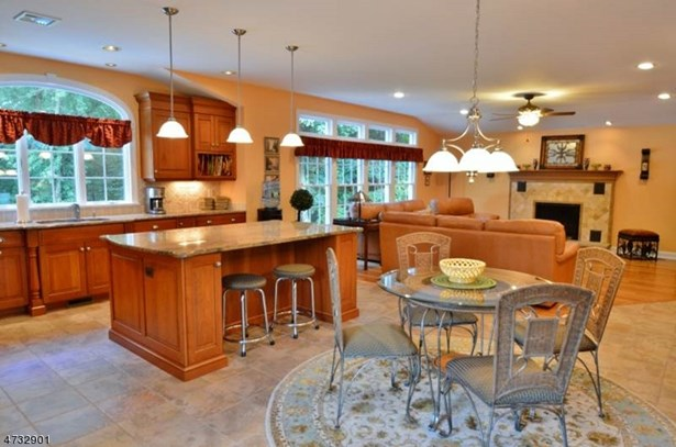 Expanded Ranch, Single Family - East Hanover Twp., NJ (photo 5)